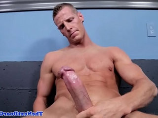 Ripped solo model jerking his hard muscle | hardcore   jerking   models   muscular   solo tv