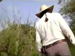 Mi amigo y yo con el ranchero. | amigo man  outdoors